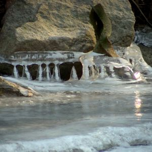 Eiszeit am Lindebach bei der Hintersten Mühle Neubrandenburg - Foto:Marko Bennin
